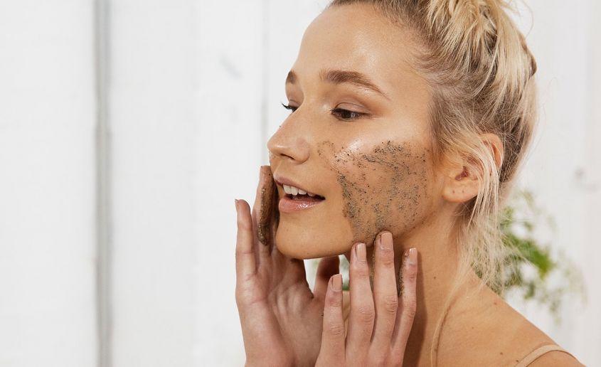 Come fare lo scrub della pelle grassa